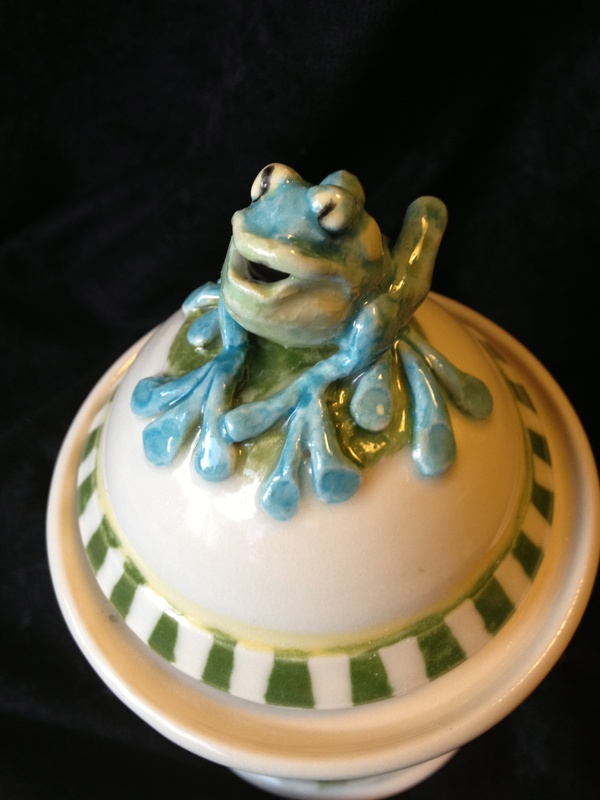 Frog wish pot with stripes detail